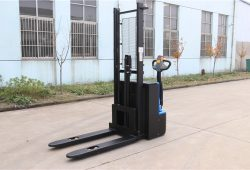 HH1216 electric stacker